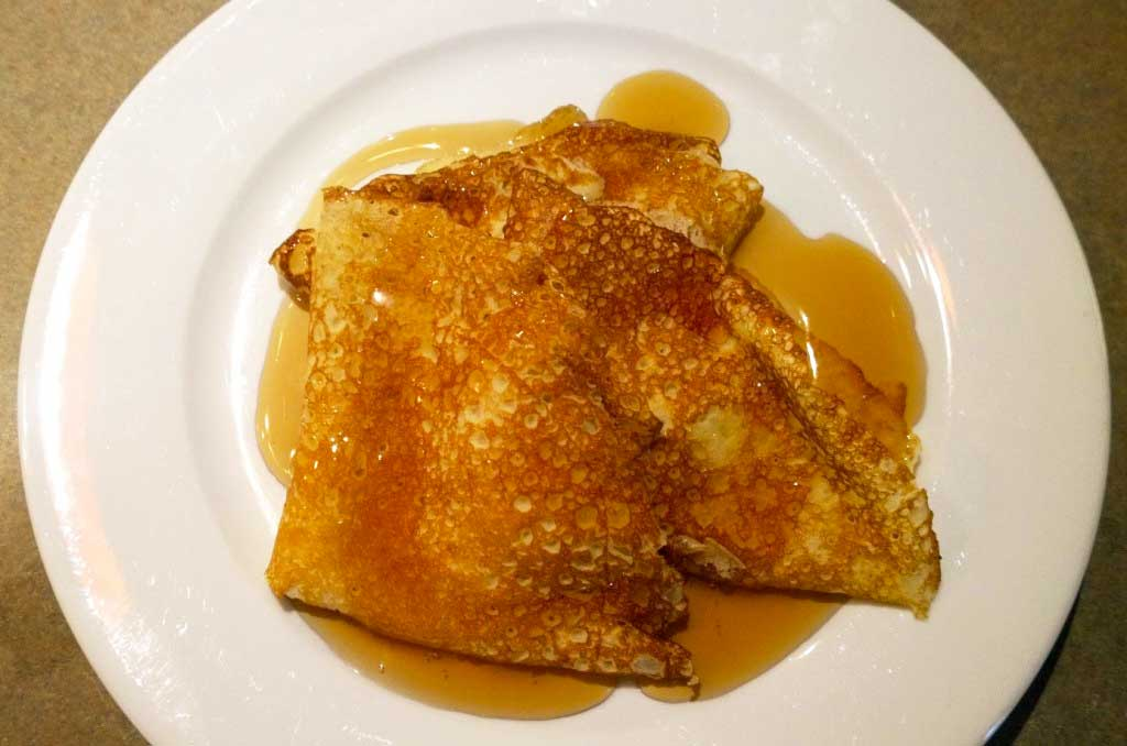crepes with maple syrup