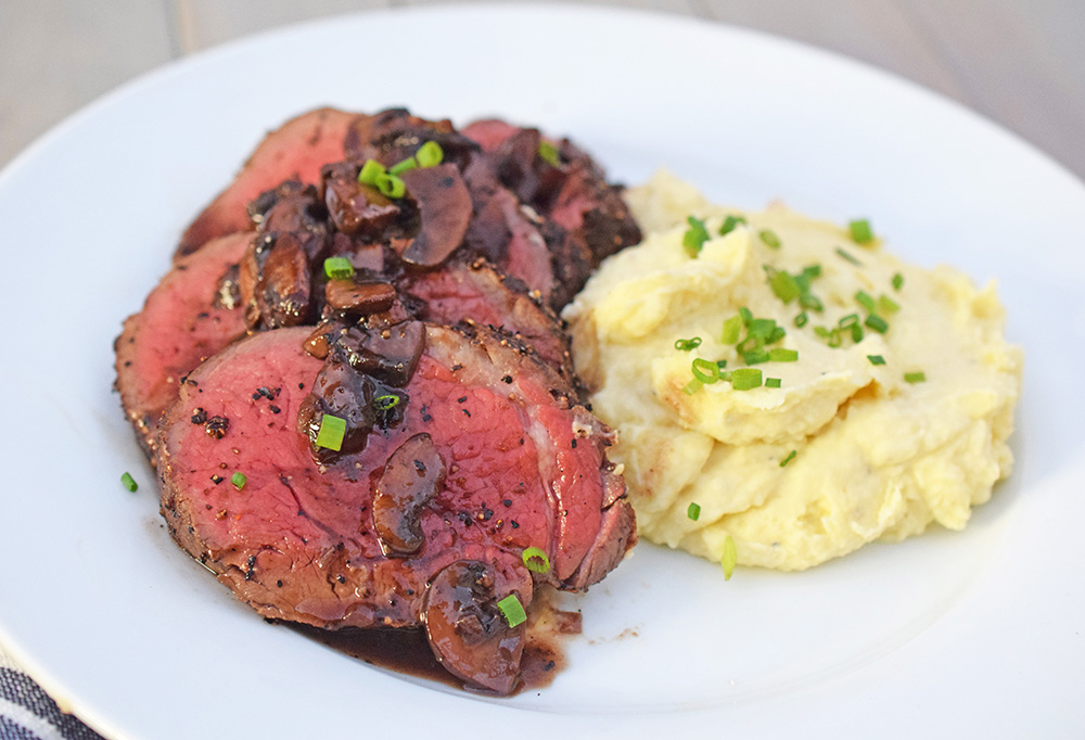 peppered-beef-tenderloin-with-red-wine-mushrooms-dsc_0821