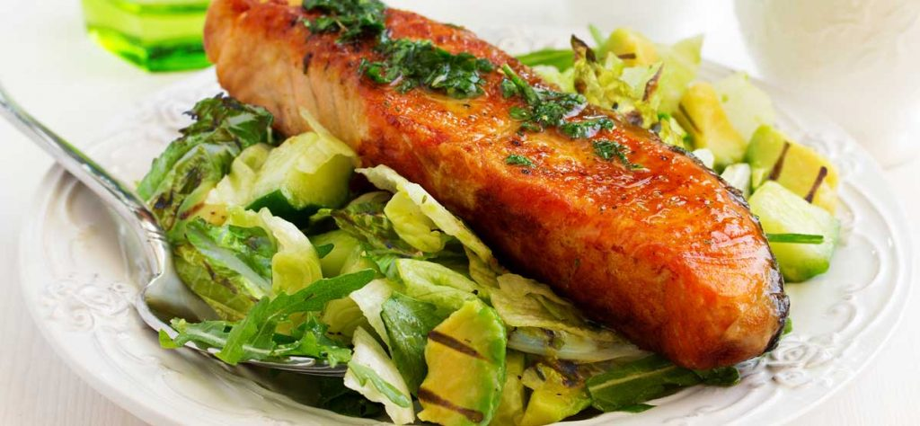 grilled salmon avocado salad
